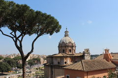Barocke Kirche in Rom nah an römischem Forum Stockbild