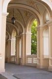 Barocker Säulengang mit Laterne Stockfotografie
