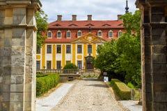 Barockes Schloss Seusslitz mit einem enormen Park stockfotos
