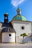 Barockkyrka av St. Wojciech på huvudsaklig marknadsfyrkant i cracow i Polen Royaltyfri Foto