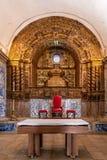 Barockt altare av kyrkan av den Sesimbra slotten, Portugal Arkivfoton