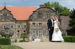 barockt slottparbröllop Fotografering för Bildbyråer