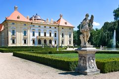 Barok kasteel nationaal cultureel oriëntatiepunt op 19 Juni, 2014 in Slavkov - Austerlitz dichtbij Brno, Zuid-Moravië, Tsjechisch Stock Foto
