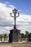 Barokke lamp dichtbij de rivier van Moskou in Rusland. Royalty-vrije Stock Foto's
