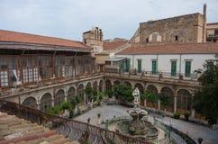 Barokowa fontanna w podwórzowym kościelnym Chiesa Di Santa Caterina P obrazy royalty free