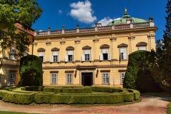 Barokowa górska chata Buchlovice w republika czech Klasyczny barokowy budynek Turystyka w Środkowym Europa ornamentacyjni ogródy Obraz Stock