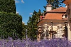 Barokowa górska chata Buchlovice w republika czech Klasyczny barokowy budynek Turystyka w Środkowym Europa ornamentacyjni ogródy Obrazy Royalty Free