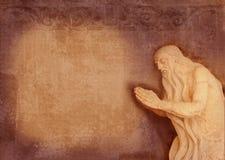 Barokowa rzeźba święta starsza osoba, modlitwa w jamie Może używać jako tło dla teksta modlitwa Zaproszenie forma zdjęcia stock