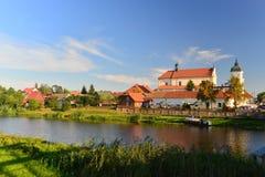 Barokowy kościół i rzeka zdjęcia royalty free