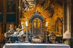 Baroku srebny grobowiec St John Nepomuk w St Vitus katedrze w Praga kasztelu Obraz Stock