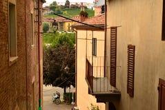 Barolo, prowincja Cuneo, Podgórska, Włochy Lipiec 2018 Aleje stary miasteczko zdjęcie stock