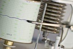 Barometer, das ein Diagramm zeichnet Lizenzfreie Stockfotos