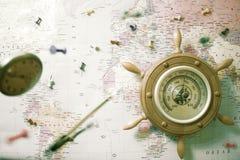 Barometer op de achtergrond van de wereldkaart royalty-vrije stock afbeelding