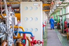 Barometr och potentiometrs i fabrik royaltyfria foton