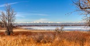 Barr Lake congelato in Colorado Rockies fotografie stock libere da diritti