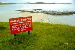 Barra Airort-Zeichen, Barra, Schottland, Großbritannien lizenzfreies stockfoto