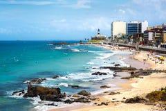 Barra Beach och Farol da Barra i Salvador, Bahia, Brasilien Arkivbilder