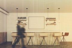 Barra bianca e di legno, manifesto, la gente Fotografie Stock