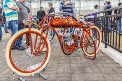 BARRA BONITA, БРАЗИЛИЯ - 17-ОЕ ИЮНЯ 2017: Винтажный индийский мотоцикл стоковые изображения