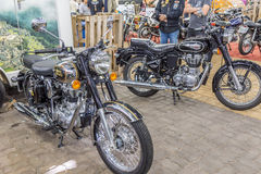 BARRA BONITA, BRASIL - 17 DE JUNHO DE 2017: Moto real de Enfield do vintage Imagens de Stock