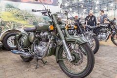 BARRA BONITA BRASILIEN - JUNI 17, 2017: Kunglig Enfield för tappning moto Royaltyfria Foton