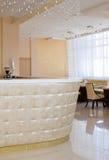 Barra con la cortina cristalina en restaurante Imágenes de archivo libres de regalías