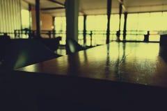 Barra contrária de madeira na sala Fotografia de Stock