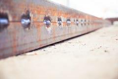 Barra d'acciaio saldata da due barre di angolo Fotografie Stock