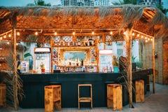 Barra da noite no formulário dos trópicos na costa de mar Fotos de Stock Royalty Free