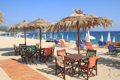 Barra da praia pelo mar imagem de stock royalty free
