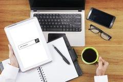 Barra da procura de emprego na tabuleta digital foto de stock