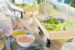 Barra da salada com vegetais Fotos de Stock