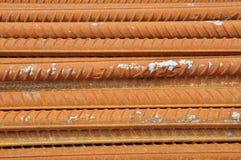 Barra de acero deformida roja Fotos de archivo