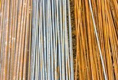 Barra de acero, en emplazamiento de la obra, tres tamaños fotos de archivo libres de regalías