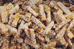 Barra de cacahuete o barras de nuez, comida tailandesa de la calle imagenes de archivo