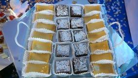 Barra de chocolate Bufete doce delicioso com bolos filme