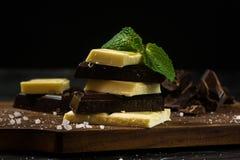 Barra de chocolate Chocolate blanco y negro Foto de archivo libre de regalías