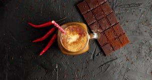 Barra de chocolate com café e pimentão video estoque