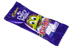 Barra de chocolate do leite da leiteria de Cadbury Freddo Fotos de Stock Royalty Free