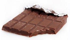 Barra de chocolate dulce amarga oscura de la mordedura imágenes de archivo libres de regalías