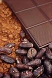 Barra de chocolate, feijões de cacau, pó de cacau Fotografia de Stock