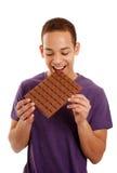 Barra de chocolate penetrante del muchacho Imagen de archivo libre de regalías