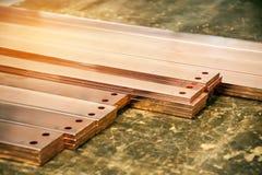 A barra de cobre elétrica para instala no armário bonde industrial Fotos de Stock Royalty Free