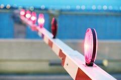 Barra de cruzamento do trilho na noite Imagens de Stock Royalty Free