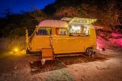 Barra de la boda de playa en la noche foto de archivo libre de regalías