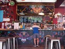 Barra de la cerveza del arte del granuja y del vagabundo Imagen de archivo libre de regalías