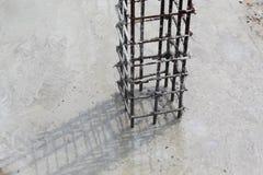 Barra de la columna del costruction bajo fotos de archivo