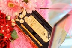 Barra de oro decorativa de la boda imágenes de archivo libres de regalías