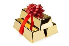 Barra de ouro com fita vermelha, tiros do estúdio Imagens de Stock