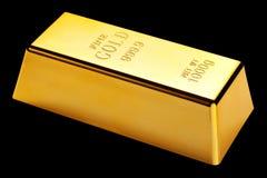 Barra de ouro isolada no preto fotos de stock